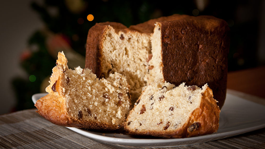 Panettone - By N i c o l a from Fiumicino (Rome), Italy  , via Wikimedia Commons