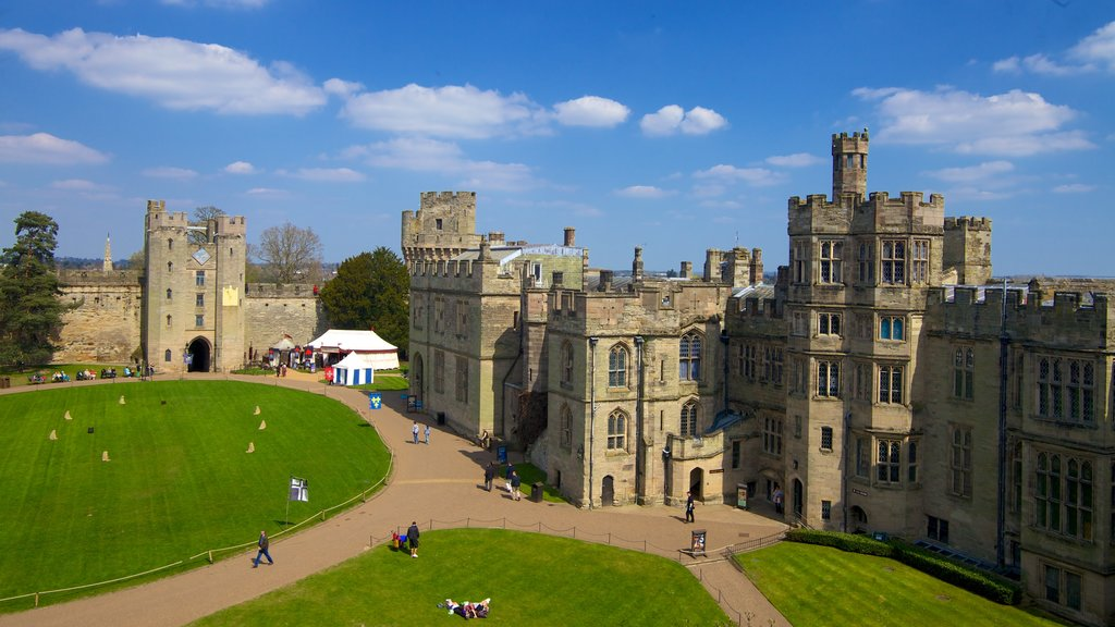 Warwick Castle showing heritage architecture and a castle