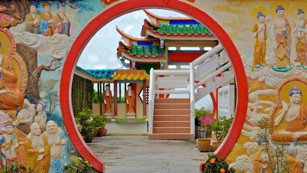 Kek Lok Si Temple featuring religious aspects and a temple or place of worship