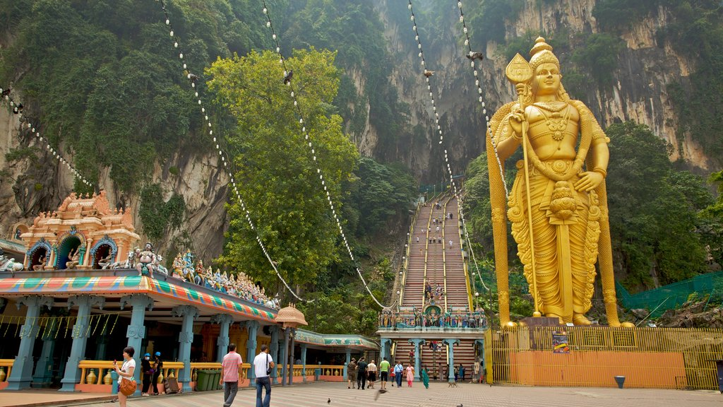 Batu Caves showing heritage architecture and mountains