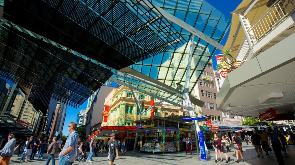 Queen Street Mall featuring street scenes, a city and shopping