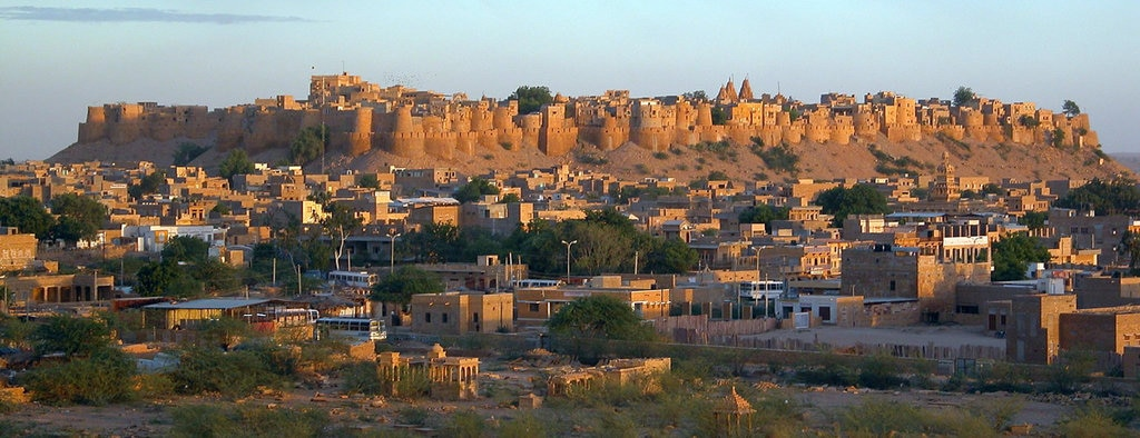 Il forte di Jaisalmer al tramonto - By Const.crist (Own work)  , via Wikimedia Commons