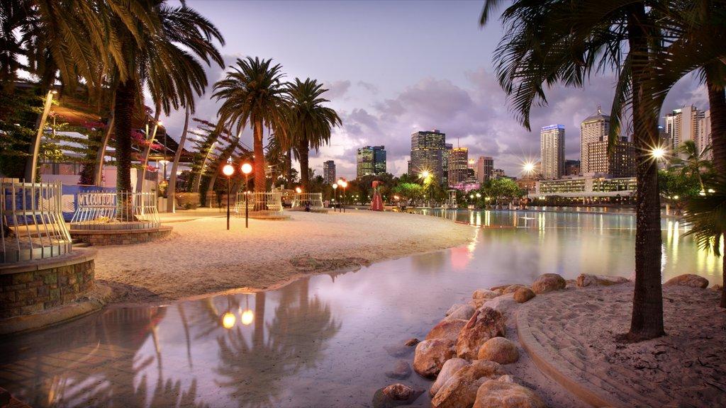 South Bank mostrando una puesta de sol, una playa de arena y una bahía o puerto