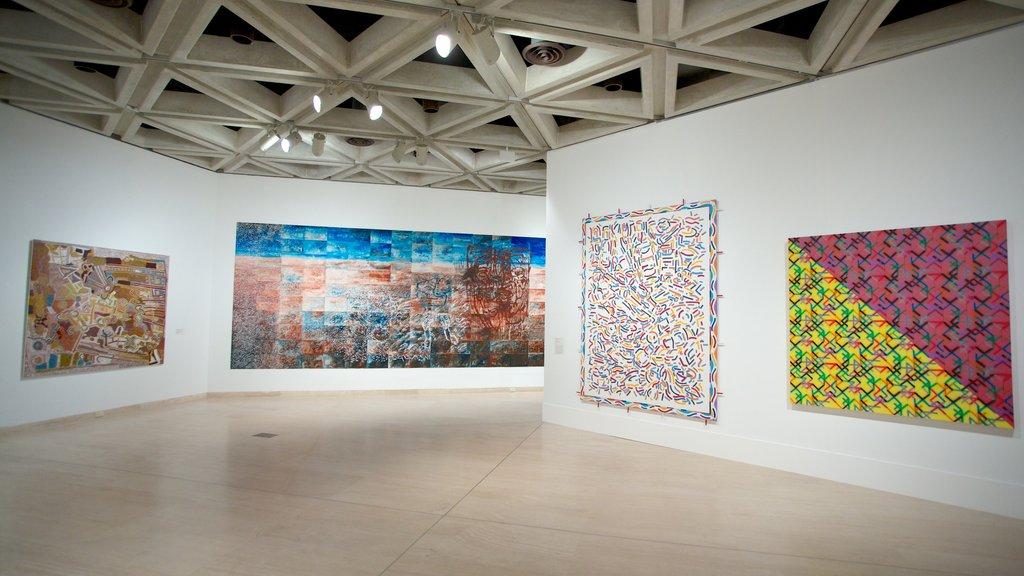Art Gallery of Western Australia ofreciendo arte y vistas interiores