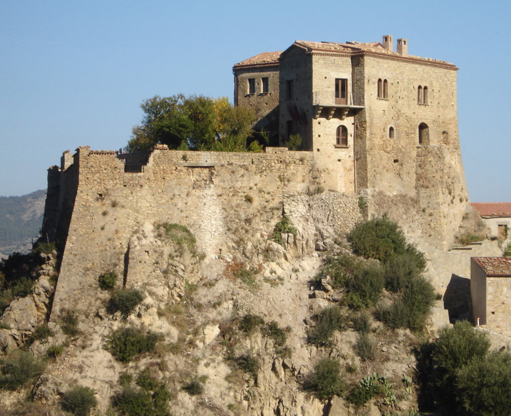 Veduta del Castello di Valsinni - By Lucan 56 - Own work, CC BY-SA 4.0, https://commons.wikimedia.org/w/index.php?curid=49040267