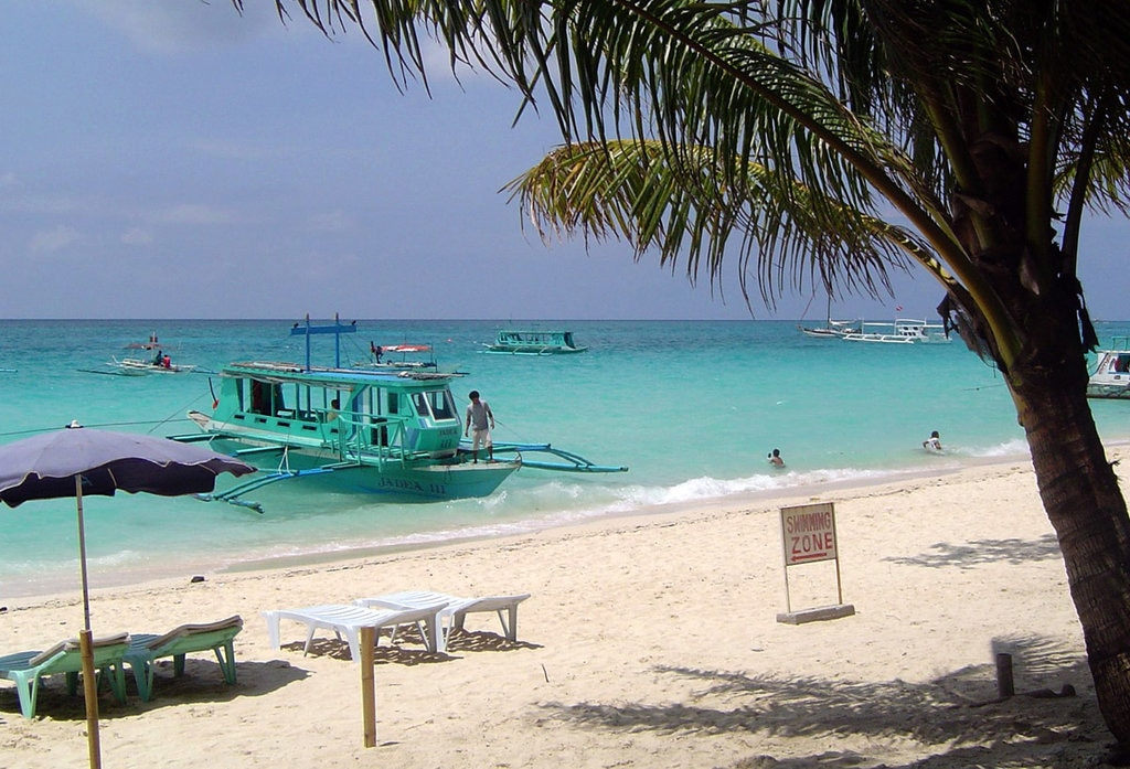 Boracay (CC BY-SA 3.0, https://commons.wikimedia.org/w/index.php?curid=485327)
