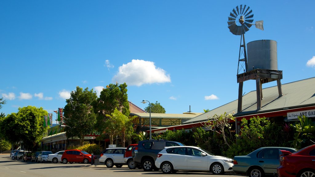 Kuranda which includes a windmill
