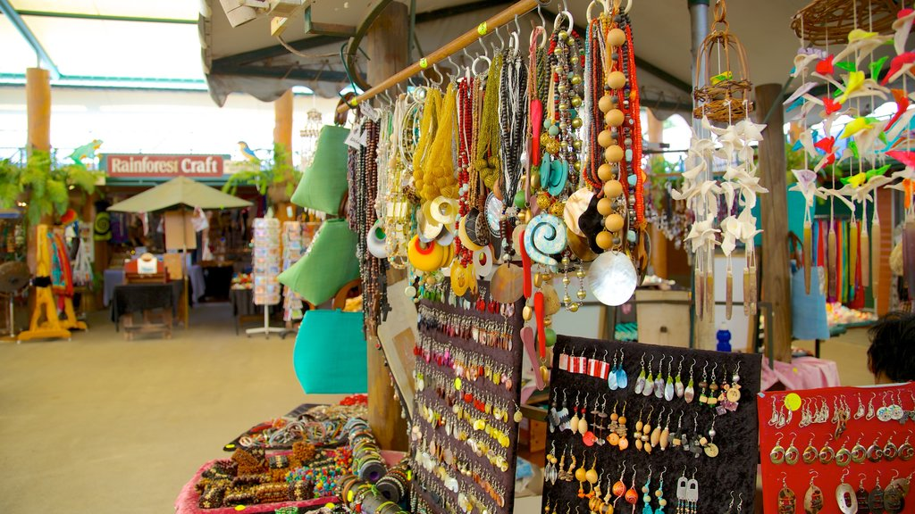 Kuranda which includes markets