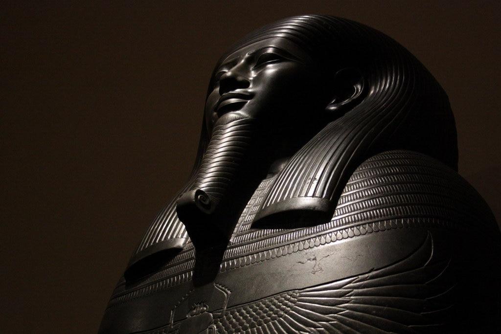 Sarcofago in pietra nera del visir Gemenefherbak, dettaglio - foto dell'autrice - https://www.flickr.com/photos/155545126@N07/36765899652/in/album-72157688373828955/