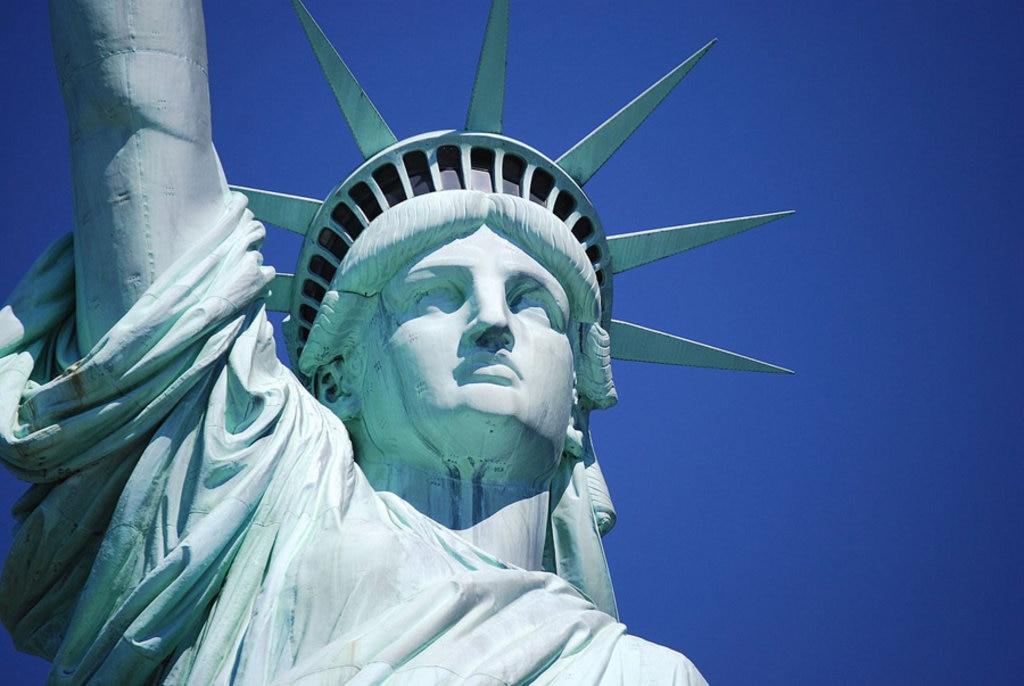 l volto e la corona del monumento di New York City - By pcwiles  , vai Wikimedia Commons