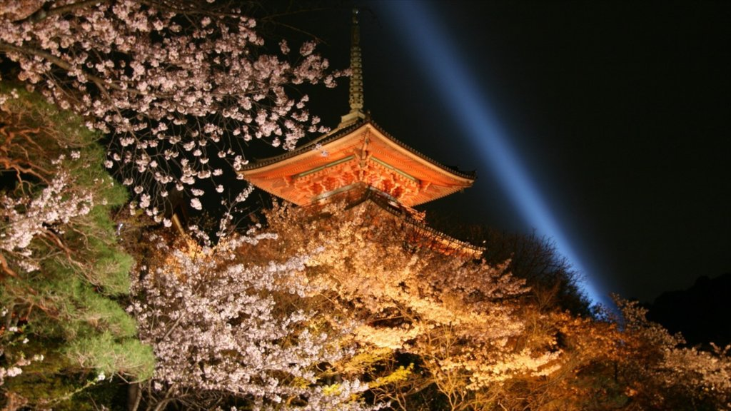 Kiyomizu Temple showing religious aspects, flowers and a temple or place of worship