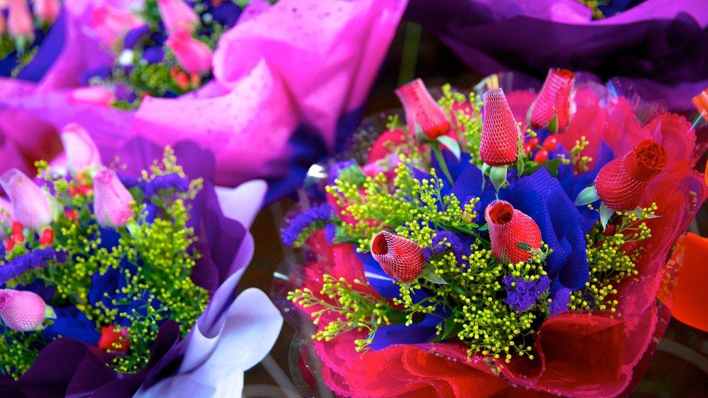Petaling Street featuring flowers