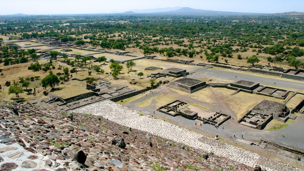 Teotihuacan which includes building ruins, desert views and landscape views