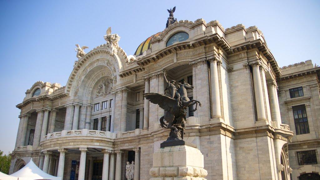 Palacio de Bellas Artes showing a statue or sculpture, heritage architecture and a castle