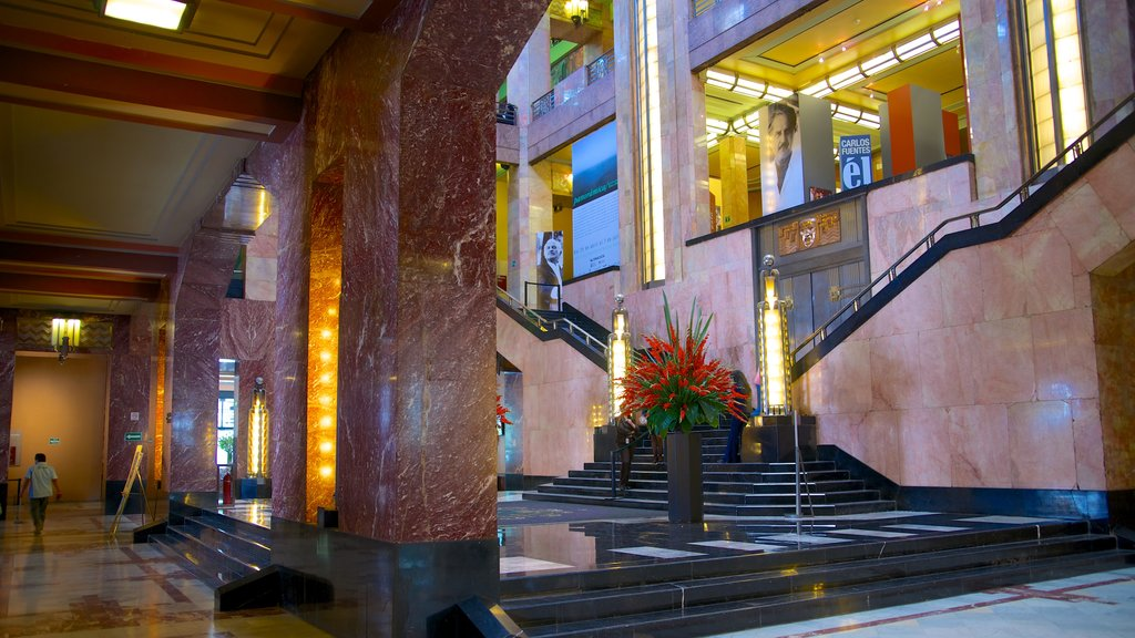Palacio de Bellas Artes ofreciendo vistas interiores y un castillo