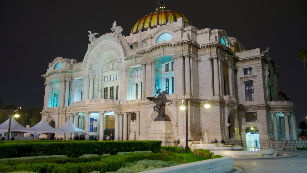 Palacio de Bellas Artes which includes night scenes, chateau or palace and heritage architecture