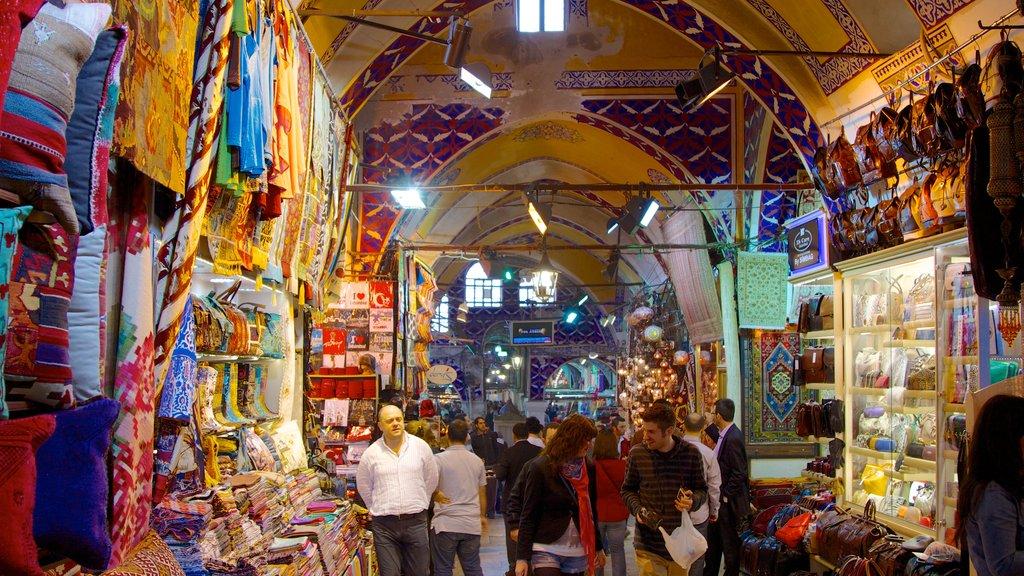 Grand Bazaar showing markets, interior views and shopping