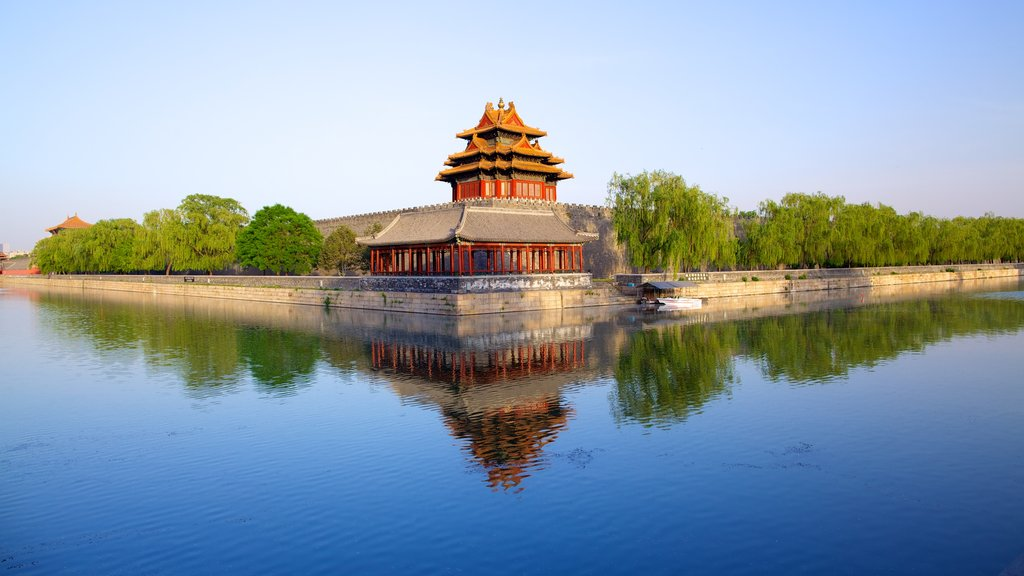 Forbidden City showing a river or creek, a lake or waterhole and heritage architecture