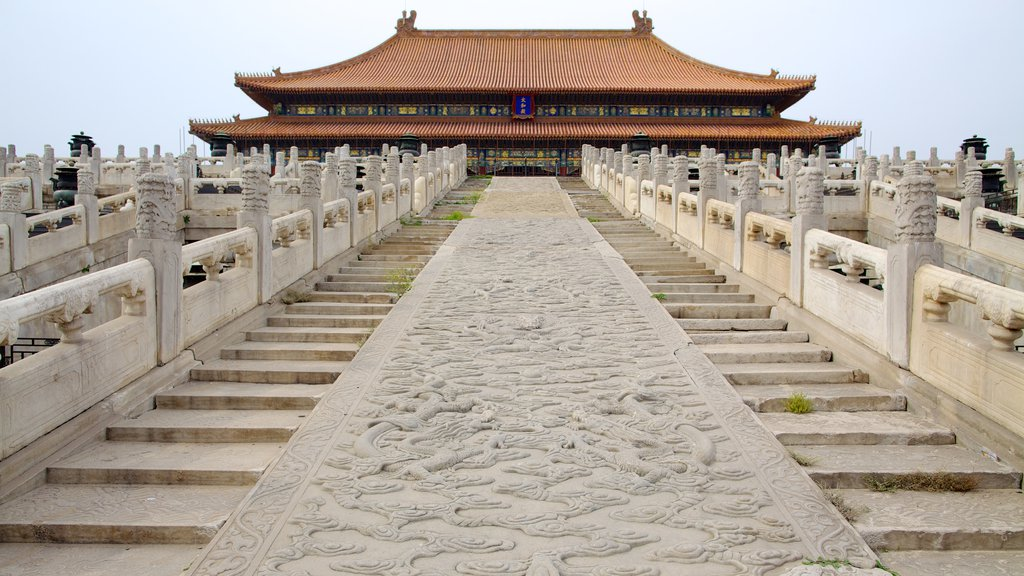 Forbidden City showing heritage architecture and chateau or palace