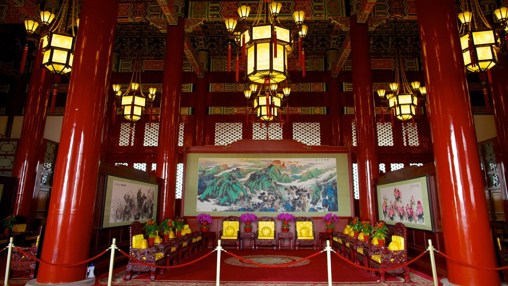 Tiananmen Square showing art, religious aspects and a temple or place of worship