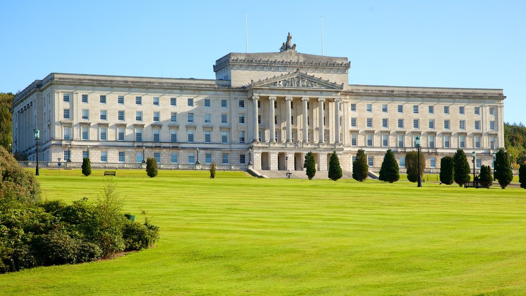 Stormont Parliament Buildings showing an administrative buidling, heritage architecture and a park