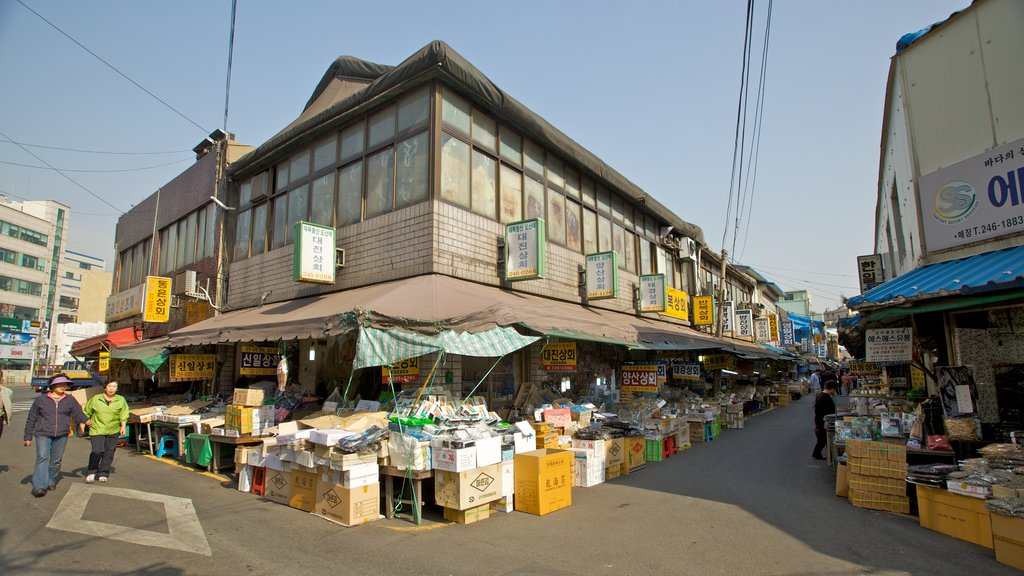 Busan showing markets, a city and street scenes