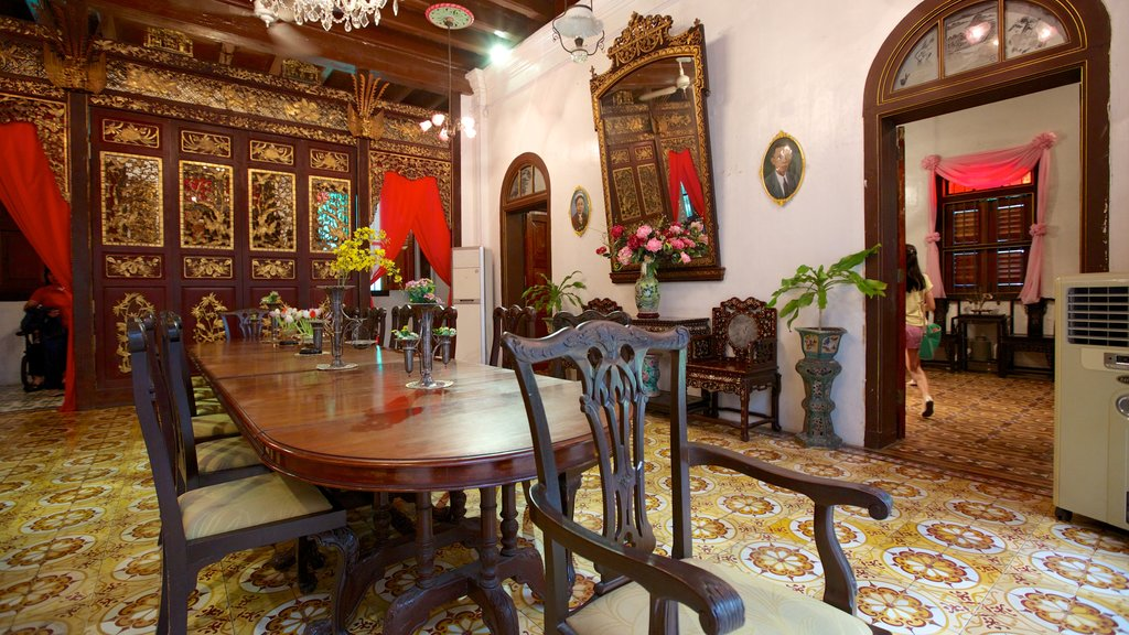 Pinang Peranakan Mansion featuring interior views