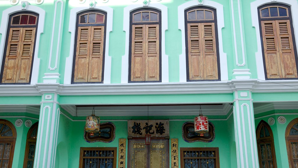 Pinang Peranakan Mansion showing a house