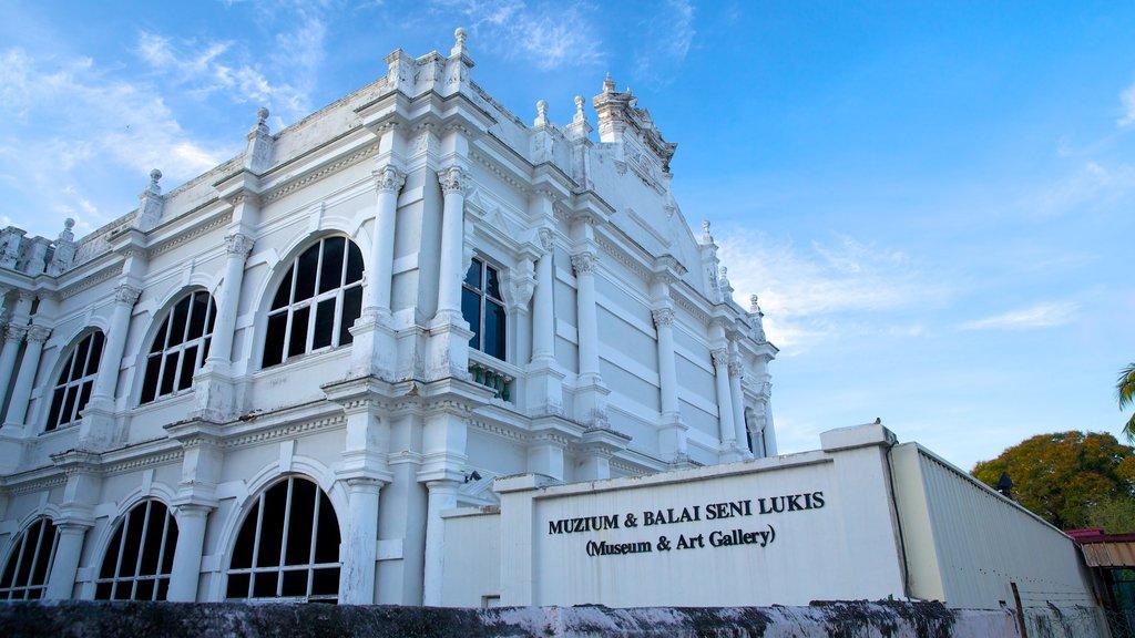 Museo Estatal de Penang mostrando patrimonio de arquitectura y señalización