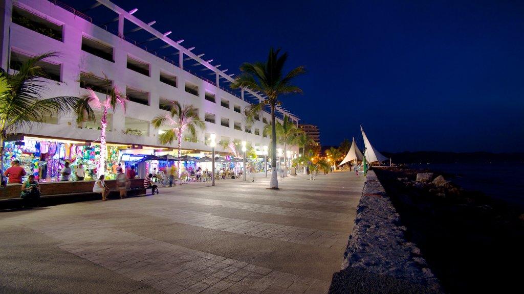 Bay of Banderas showing markets, street scenes and night scenes