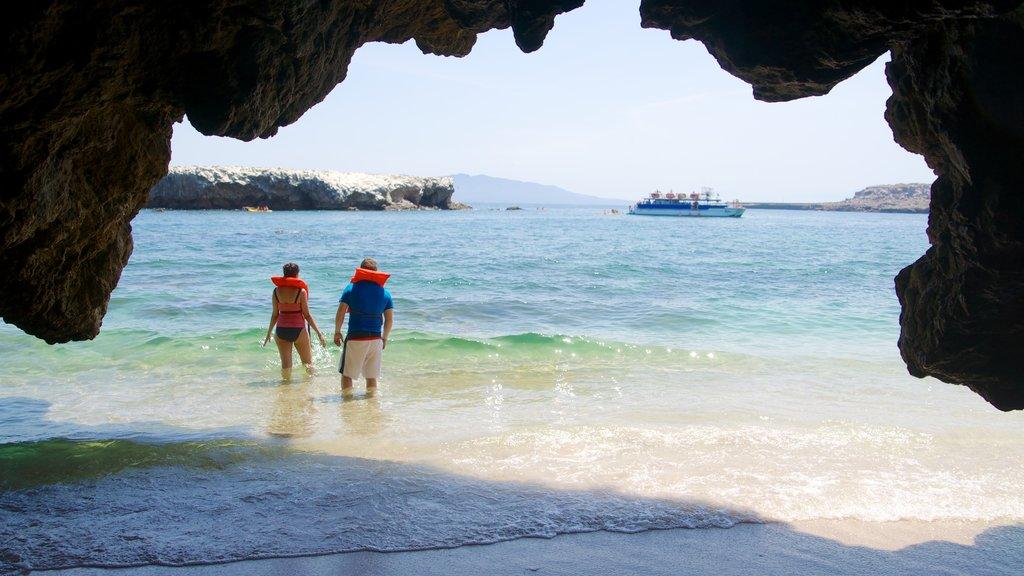 Puerto Vallarta mostrando costa escarpada, cuevas y natación