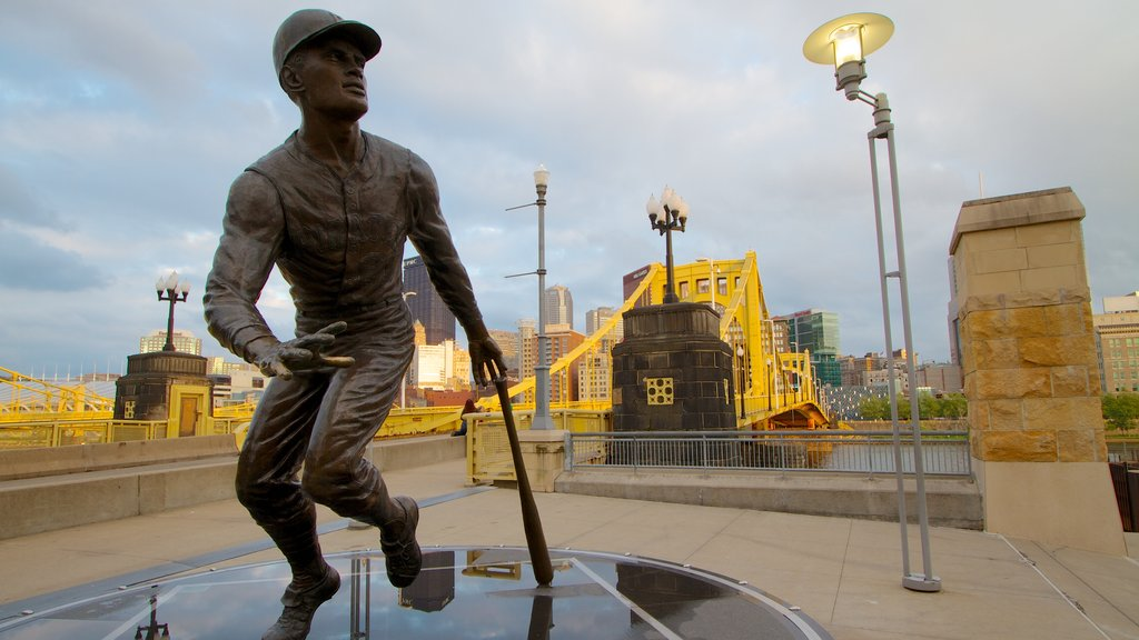 Roberto Clemente Bridge which includes a statue or sculpture, a memorial and a bridge