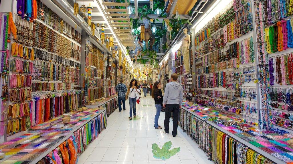 Atenas ofreciendo mercados, compras y vistas interiores