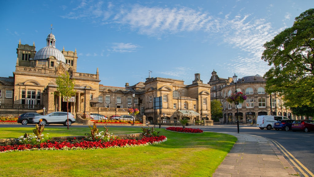 Harrogate which includes flowers, a park and heritage architecture