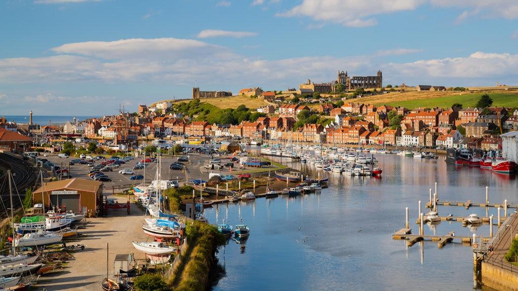 Yorkshire mostrando vistas de paisajes y una bahía o puerto