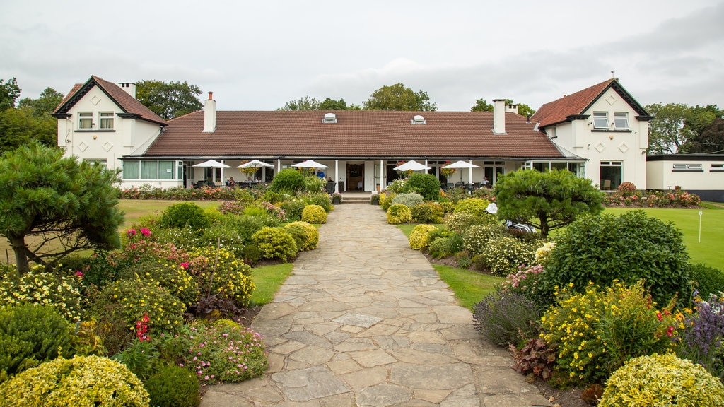 Harrogate Golf Club which includes wildflowers and a garden