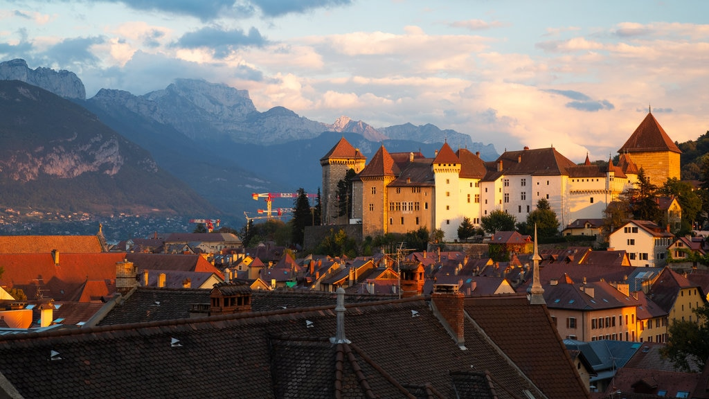 Annecy-le-Vieux showing landscape views, a sunset and mountains