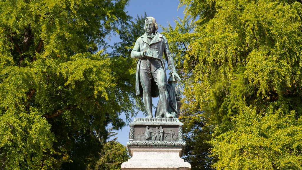 Jardins de I\'Europe which includes a statue or sculpture