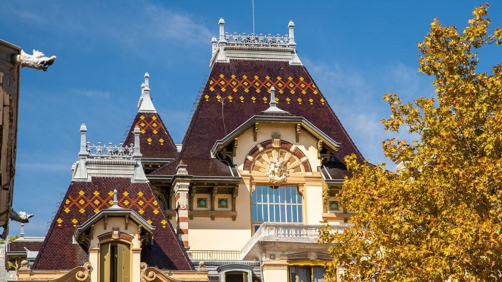 8th Arrondissement featuring heritage elements