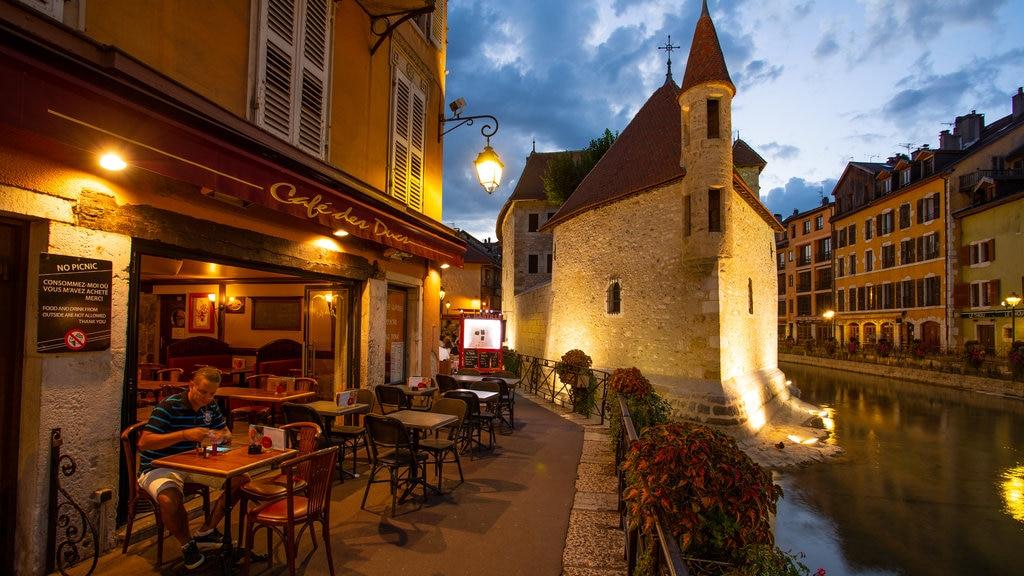 Palais de l Ile which includes street scenes, a river or creek and night scenes