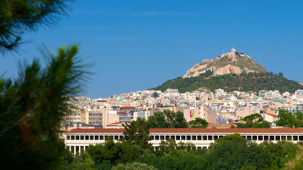 Monte Licabeto mostrando una ciudad y montañas