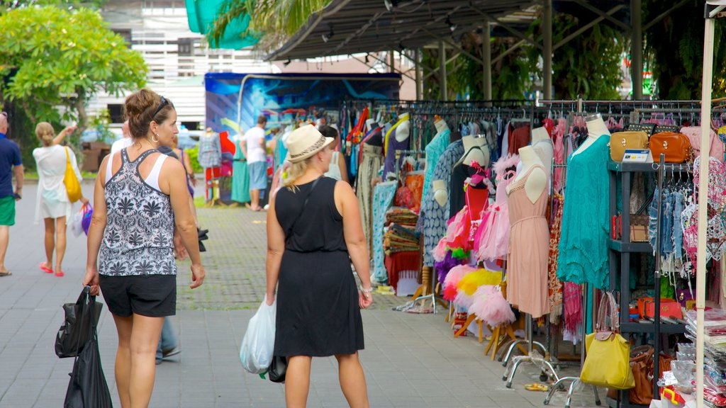 Seminyak Square showing shopping, markets and street scenes