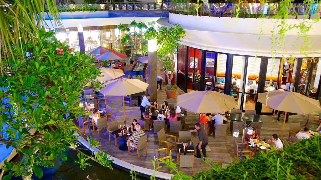 Kuta which includes dining out and outdoor eating as well as a large group of people
