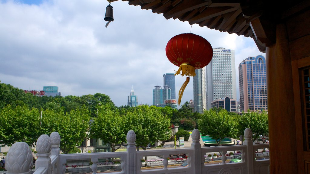 Jing An Temple which includes a city