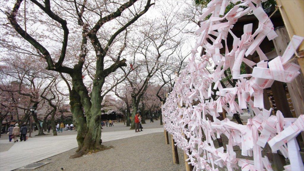 Yasukuni Shrine which includes a garden