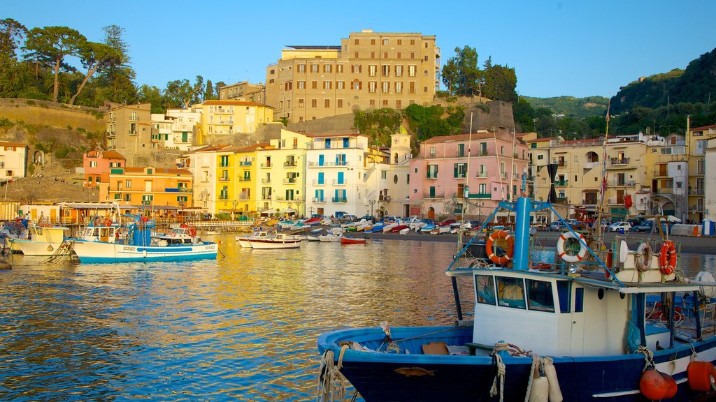 Marina Grande which includes a coastal town, boating and general coastal views