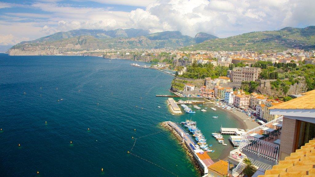 Marina Grande showing a city and general coastal views