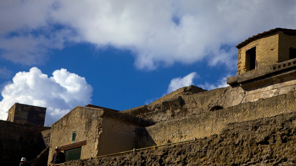 Ercolano which includes heritage architecture and a ruin