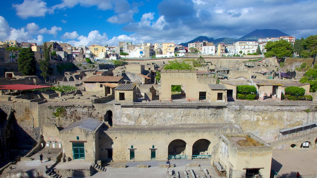Ercolano which includes heritage elements and a city