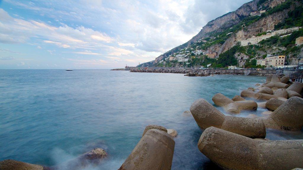 Amalfi showing rocky coastline